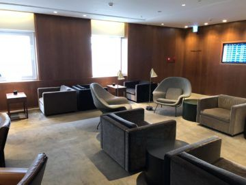 cathaypacific business class lounge taiwan taoyuan sitzgelegenheiten3