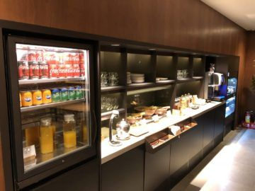 cathaypacific business class lounge taiwan taoyuan snackbar