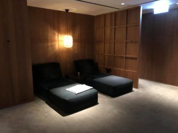 cathaypacific business class lounge the pier hongkong betten