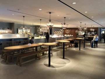 cathaypacific business class lounge the pier hongkong buffetbereich