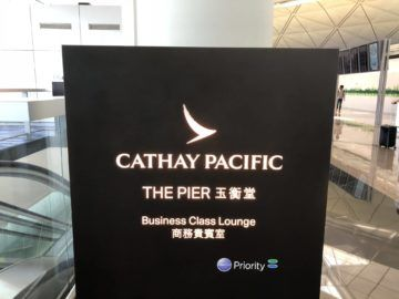 cathaypacific business class lounge the pier hongkong logo obere ebene