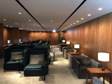 cathaypacific business class lounge the pier hongkong sitzbereich