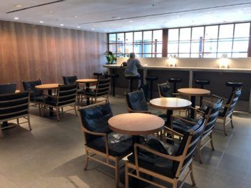 cathaypacific business class lounge the pier hongkong sitzbereich essen