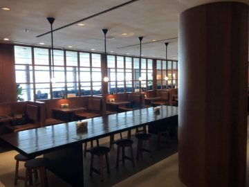 cathaypacific business class lounge the pier hongkong sitzbereich restaurant