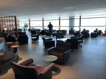 cathaypacific business class lounge the pier hongkong weiterer sitzbereich