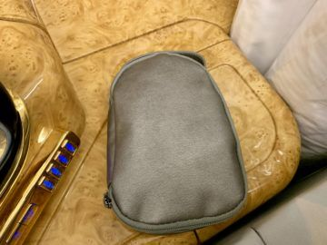 emirates alte first class a380 amenity kit 1