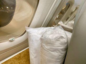 emirates alte first class a380 bett decke