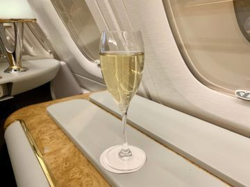 emirates alte first class a380 champagner