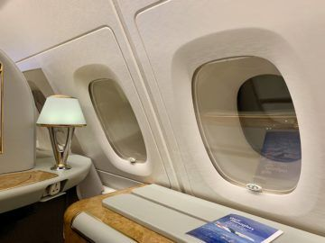 emirates alte first class a380 fenster