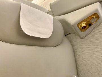 emirates alte first class a380 sitz kopfstuetze