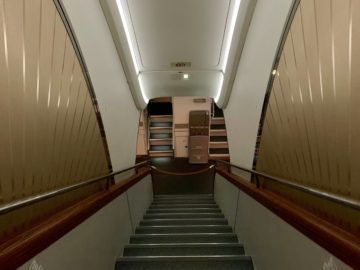 emirates alte first class a380 treppe