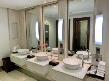 emirates first class lounge dubai concourse b wc