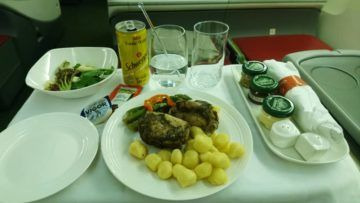 ethiopian airlines business class boeing 777 200lr abendessen1 chicken v3