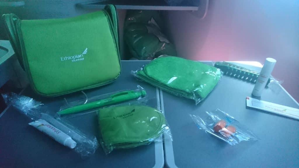 grünes Amenity Kit der Ethiopian Airlines