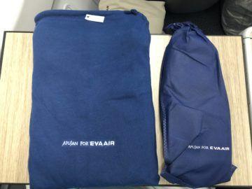eva air business class a330 300 pyjama slipper eingepackt