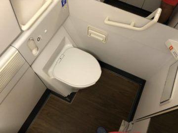 EVA Air Business Class Boeing 777-300 Toilette