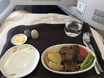 EVA Air Business Class Boeing 777-300 Beef mit Kartoffeln