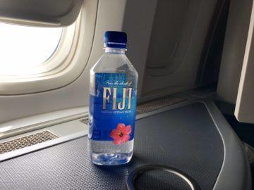 EVA Air Business Class Boeing 777-300 Fiji Wasser