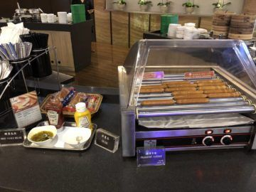 eva air lounge the star hotdogs