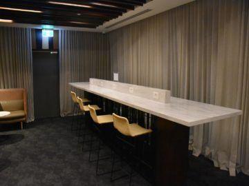 fiji airways premier lounge nadi arbeitsbereich im hinteren teil