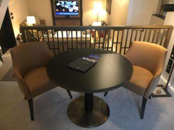 hilton budapest two bedroom suite aufgang wohnzimmer sitzbereich 2