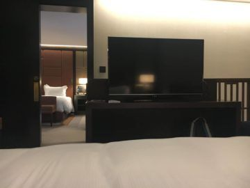 hilton budapest two bedroom suite schlafzimmer 2 king fernseher