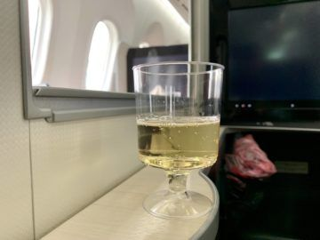 jal business class sky suite 787 8 champagner