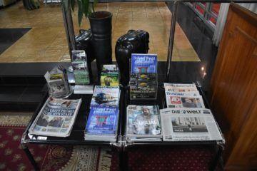 karibuni lounge entebbe zeitschriften