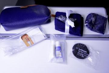 lufthansa business class airbus 350 amenity kit ausgepackt
