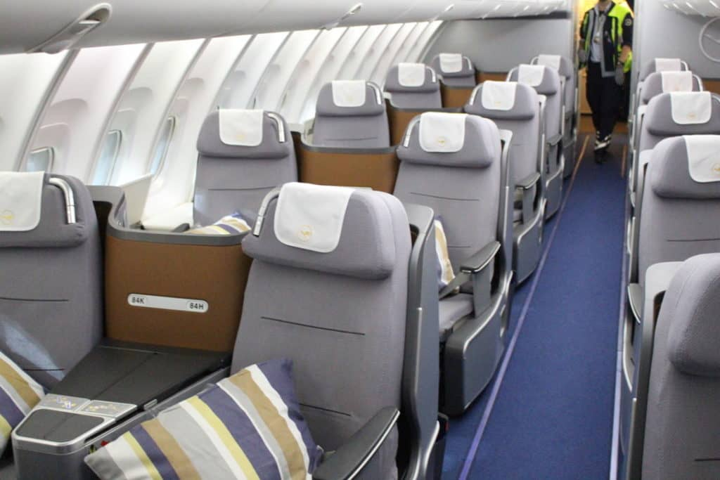 lufthansa business class boeing 747 kabine 2