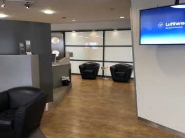 lufthansa business lounge bremen blick richtung eingangsbereich