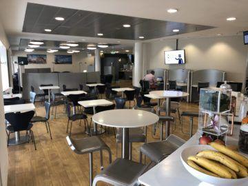 lufthansa business lounge bremen tische buffetbereich