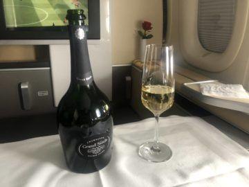 lufthansa first class boeing 747 8i champagner flasche