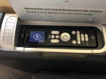 lufthansa first class boeing 747 8i controller fernseher