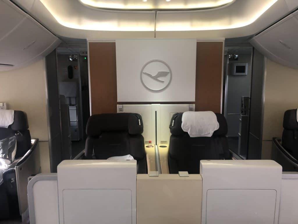 lufthansa first class boeing 747-8i doppelsitze in der first Class