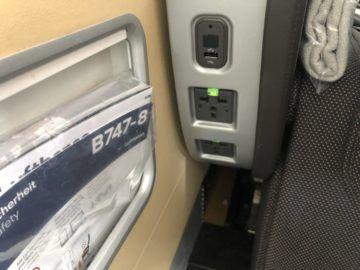 lufthansa first class boeing 747 8i steckdose usb anschluss