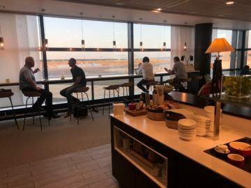 lufthansa panorama lounge frankfurt a26 blick auf das rollfeld