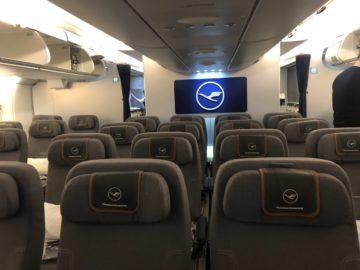 lufthansa premium economy a380 kabine von vorne