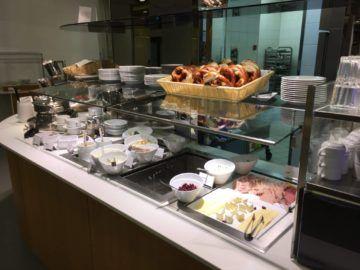 lufthansa senator loungeb frankfurt speisenauswahl