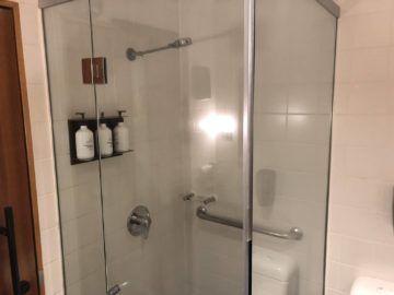 qantas business lounge auckland dusche
