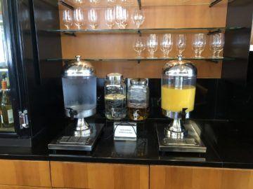 qantas business lounge auckland saefte wasser
