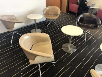 qantas business lounge auckland stuehle tische