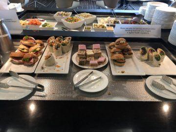 qantas business lounge auckland wraps sandwiches