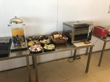 qantas international business lounge sydney tee toaster
