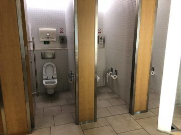 qantas international business lounge sydney toiletten