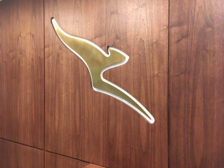 qantas london lounge londonheathrow logo