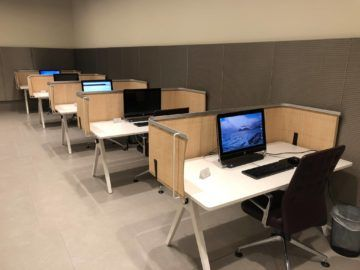 qatar airways al mourjan business class lounge arbeitsplaetze