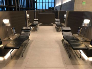 Qatar Airways Al Mourjan Business Class Lounge Liegen nebeneinander Business Bereich