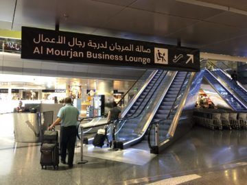 qatar airways al mourjan business class lounge rolltreppe