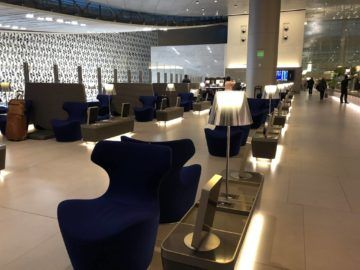 Qatar Airways Al Mourjan Business Class Lounge Sitzmoeglichkeiten